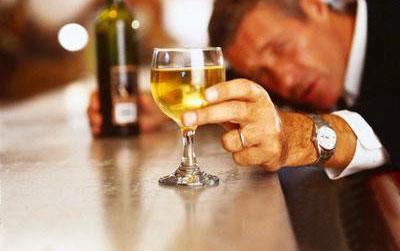 Vì sao đàn ông biết uống bia rượu lại thu hút phụ nữ?