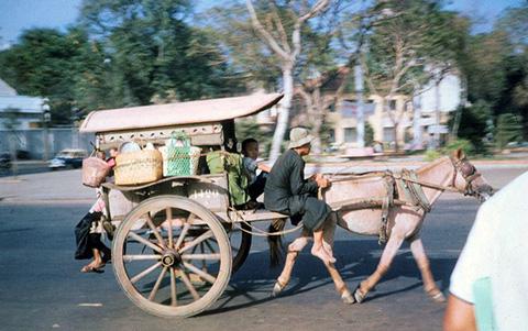 Sài Gòn Xưa với những cỗ xe ngựa trên đường