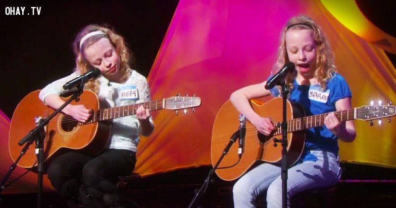 ảnh Abby và Sarah,cặp sinh đôi,sinh đôi,cặp sinh đôi cover