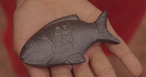 """Bí mật về biểu tượng may mắn \""""Chú cá sắt\"""" có tác dụng chữa bệnh thần kỳ tại Campuchia"""