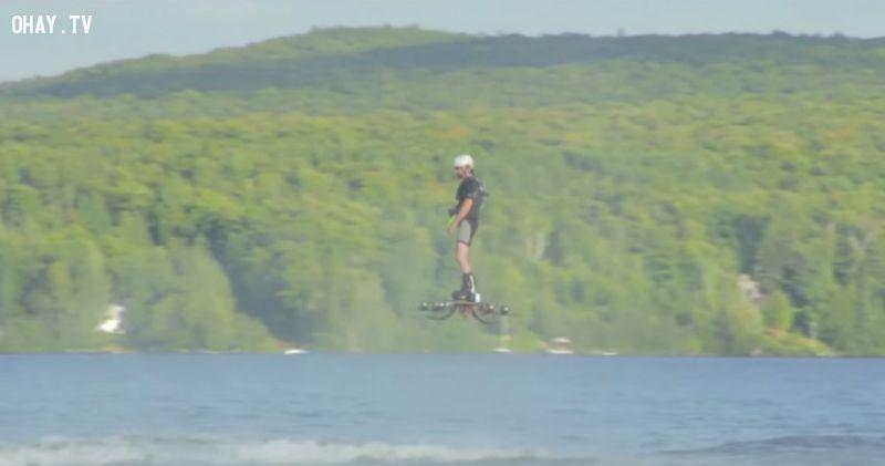 ảnh hoverboard,kỷ lục hoverboard,hoverboard bay xa nhất,bay trên mặt nước,Catalin Alexandru Duru,kỷ lục guinness