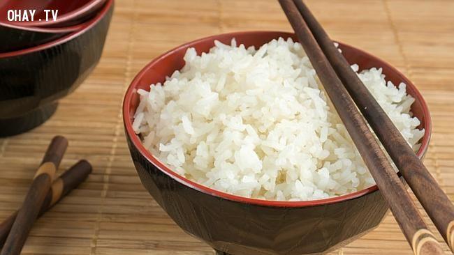 Cơm trắng muốt khi sử dụng dấm