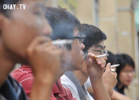 Thói quen xấu hút thuốc nơi công cộng