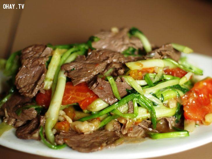 món thịt bò rau cần ngon ngọt.