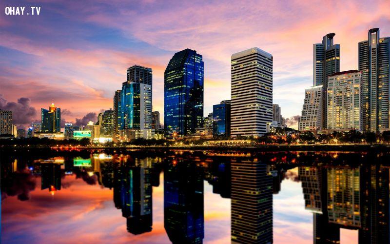 Tên đầy đủ của thủ đô Bangkok là Krungthepmahanakhon Amonrattanakosin Mahintharayutthaya Mahadilokphop Noppharatratchathaniburirom Udomratchaniwetmahasathan Amonphimanawatansathit Sakkathattiyawitsanukamprasit. Đây cũng là thành phố có tên dài nhất thế giới. Ảnh: Heartofavagabond.