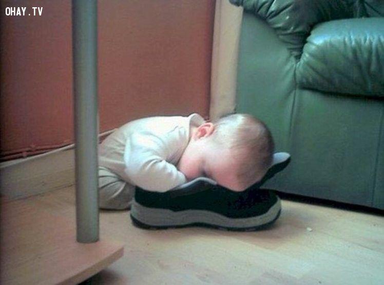 ảnh em bé,em bé ngủ,tư thế ngủ hài hước,tư thế ngủ,hình ảnh hài hước