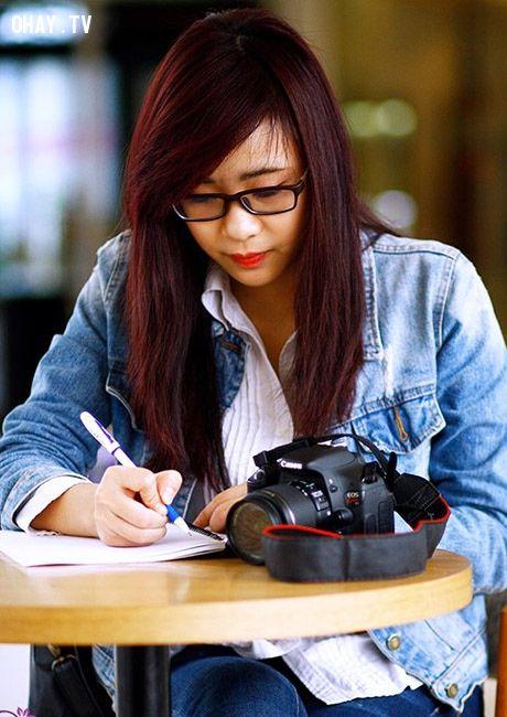 ảnh gái báo chí,cô nàng báo chí,cô nàng thích viết lách,yêu cô nàng báo chí,dân báo chí,nữ phóng viên