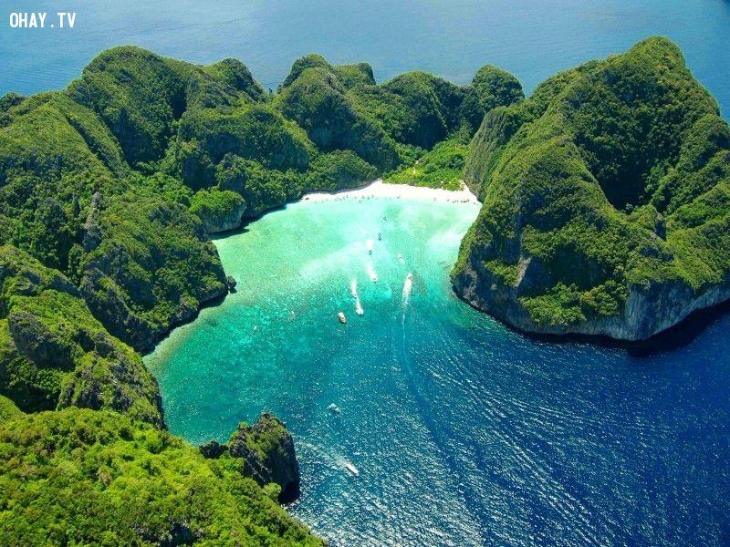 Thái Lan có hơn 1.400 hòn đảo, trong đó nổi tiếng nhất là Koh Phi Phi gần Phuket. Ảnh: Dereizigersgids.