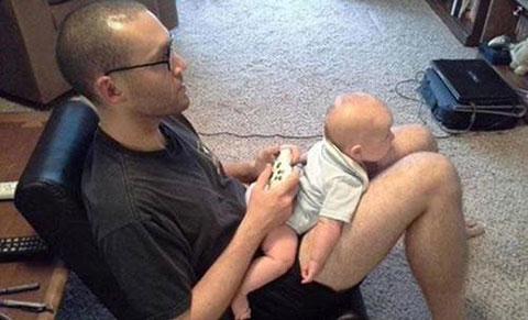 Đỡ không nổi với loạt ảnh bố và con khi mẹ vắng nhà :))