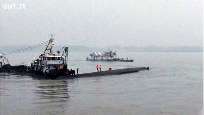 ảnh tàu Trung Quốc,lật tàu,Dương Tử,Trung Quốc,mất tích,Damazhou,Nam Kinh,Trùng Khánh