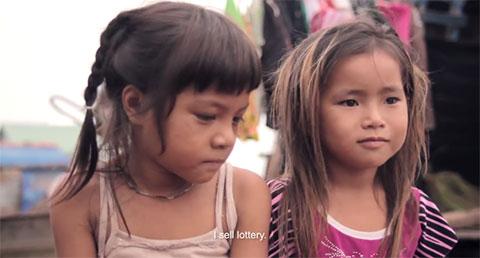 Chạnh lòng với 4 phút kể về cuộc đời của những đứa trẻ lênh đênh sông nước