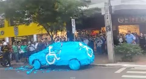 Chuyện sẽ xảy ra nếu bạn đỗ xe ở nơi dành cho người khuyết tật ở Brazil