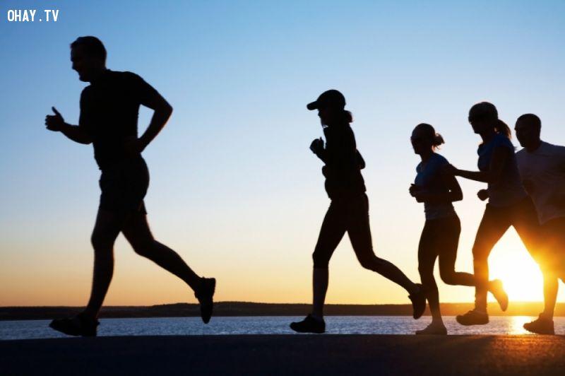 chạy bộ mỗi sáng