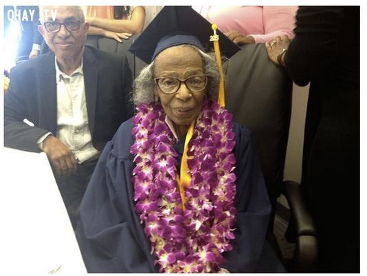 ảnh Doreetha Daniels,tốt nghiệp đại học,thi đại học,bằng tốt nghiệp
