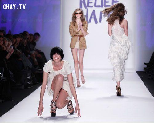 ảnh catwalk,thảm họa catwalk,Runway,người mẫu,tai nạn nghề nghiệp