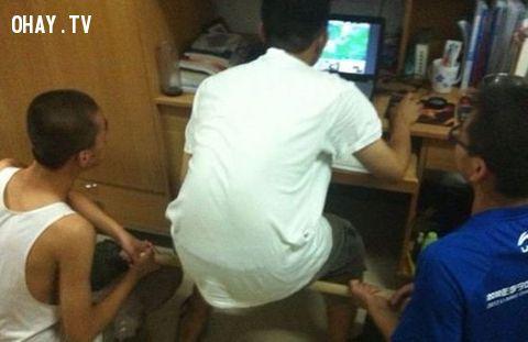 ảnh game thủ,tư thế ngồi của game thủ,game thủ hài hước,game thủ funny,hình ảnh hài hước