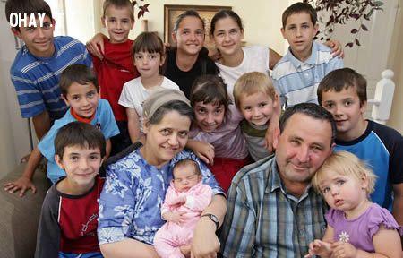 ảnh Bà mẹ trẻ 5 tuổi,bà mẹ đẻ con ở tuổi 69,bà mẹ với 69 con,bà mẹ đẻ con trên cây,người mẹ,chuyện lạ,những chuyện kỳ lạ nhất