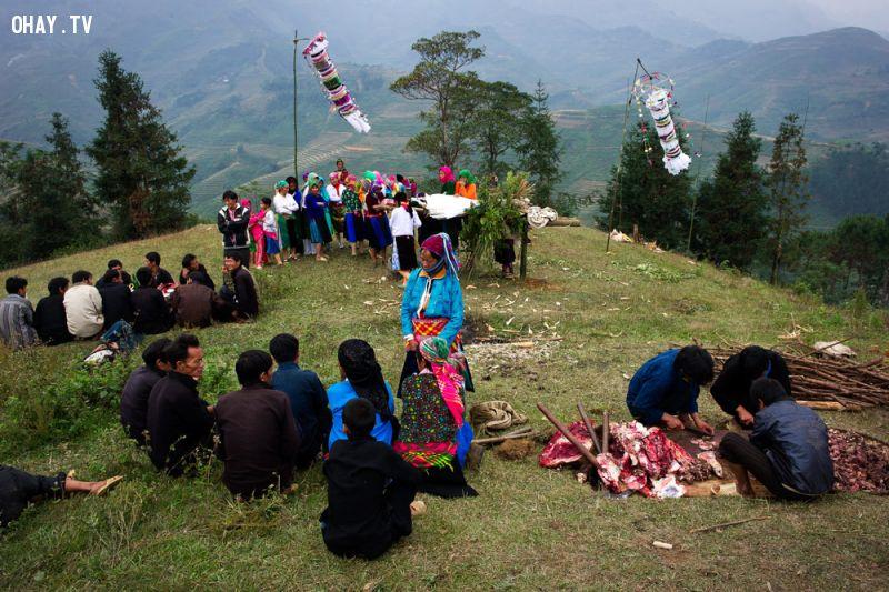 ảnh treo xác chết,phơi nắng,đám tang của người Mông,Người Mông,chôn xác chết,hủ tục