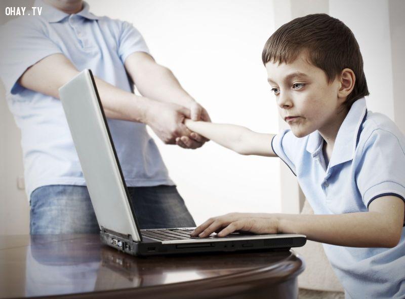 ảnh internet,mặt trái của internet,trí tuệ con người,con người,sự phụ thuộc vào máy tính,mặt trái của công nghệ