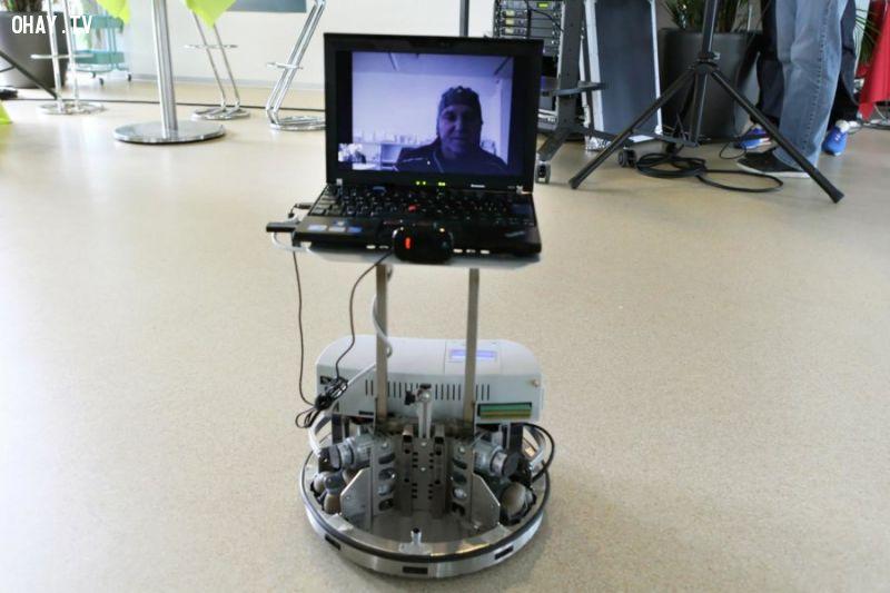 robot điều khiển bằng suy nghĩ