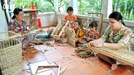 ảnh trẻ em,trẻ em kiếm ra tiền,tuổi nhỏ làm việc nhỏ