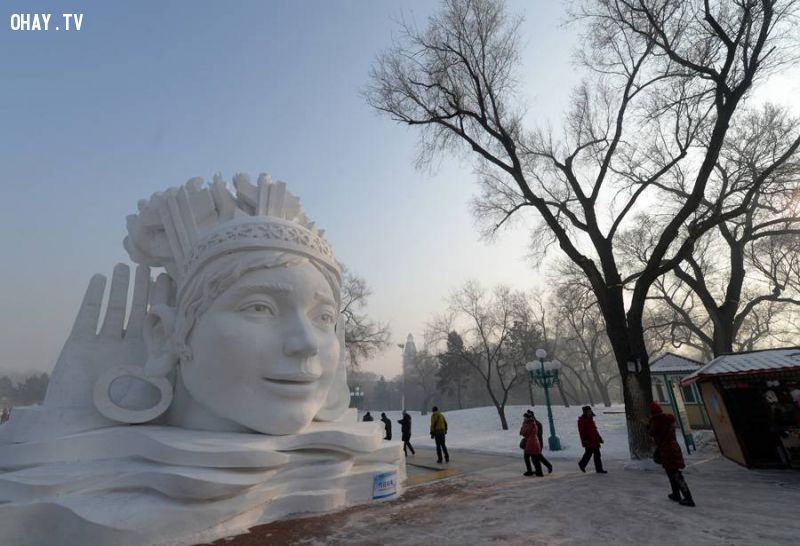 Snow sculpture of a woman wearing elaborate jewelry