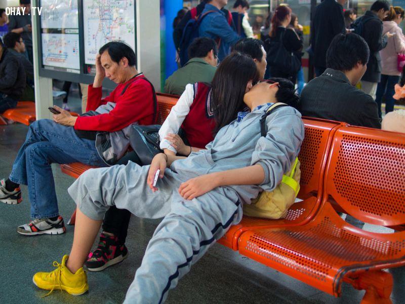 ảnh nhiếp ảnh gia,nhiếp ảnh,hôn nhau,tàu điện ngầm