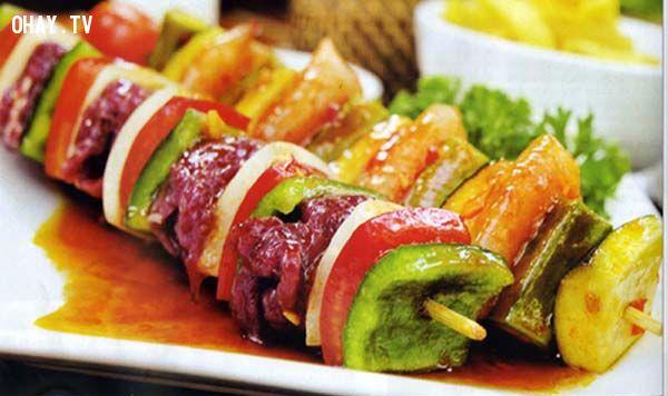 Những món ăn được highlight trên menu gây chú ý nhiều cho thực khách