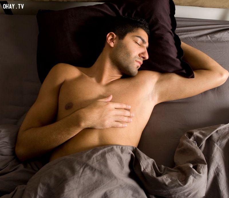 ảnh ngủ khỏa thân,ngủ nude,đốt cháy calo,tăng cường hệ miễn dịch,tăng khả năng sinh sản