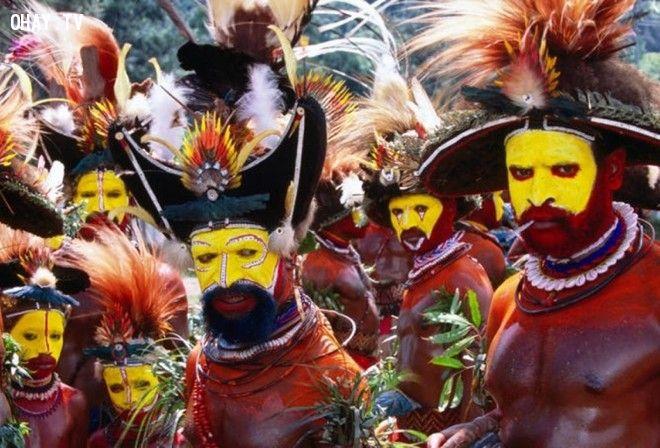 ảnh lễ trưởng thành,mài răng,săn sư tử,xăm mặt,cắt bao quy đầu,quái dị,nghi lễ trưởng thành