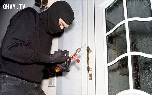 ảnh phòng trộm,chống trộm,trộm,kỹ năng sinh tồn,nhà có trộm,làm gì khi có trộm