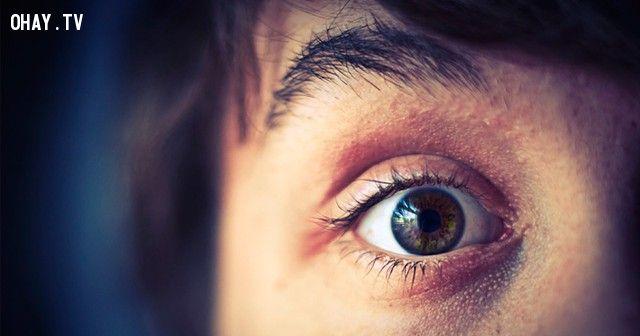 chớp mắt