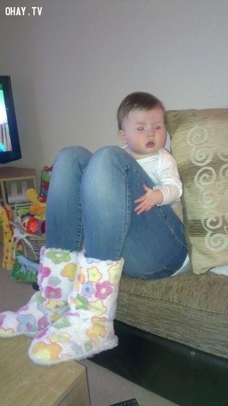 Đứa bé chân to, chân to, đánh lừa thị giác, bạn thấy gì
