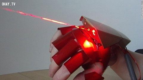 Chế tạo găng tay của Iron Man ngay tại nhà