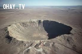 Hố núi lửa tạo bởi sao băng