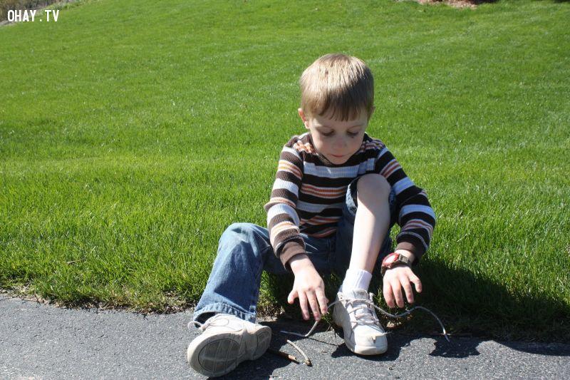 Dây buộc giày và tai nghe