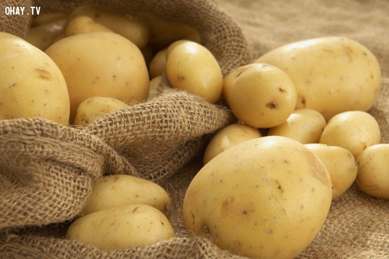 Khoai tây sẽ bị nhũng, héo nếu trữ quá lâu trong tủ lạnh