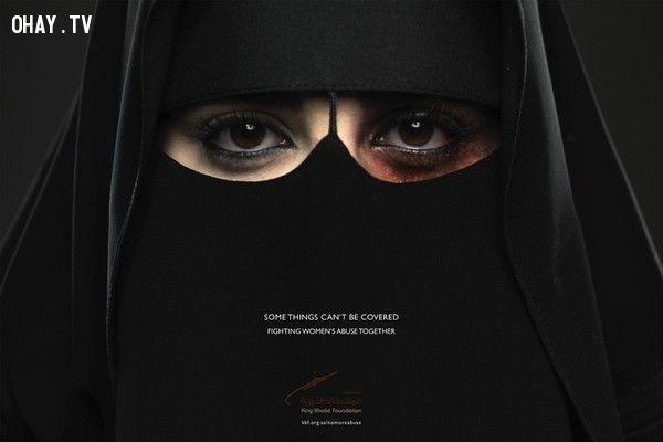 Những tấm poster về bạo hành phụ nữ khiến cả thế giới ám ảnh