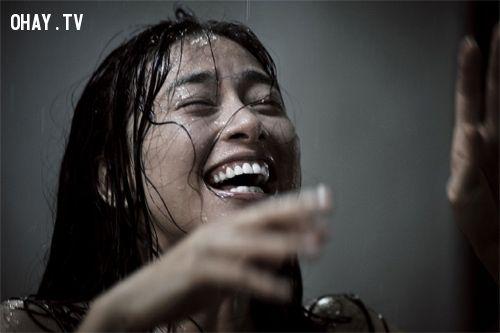 Khi nụ cười phản chủ