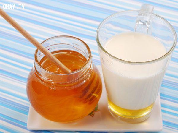 Trị mụn hiệu quả bằng sữa tươi, mật ong