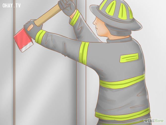 ảnh kẹt thang máy,kẹt thang máy phải làm sao,kỹ năng sinh tồn