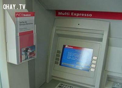 ảnh atm,máy rút tiền,bảo mật,thông tin tài khoản ngân hàng,tài khoản ngân hàng,rút tiền,lưu ý khi rút tiền
