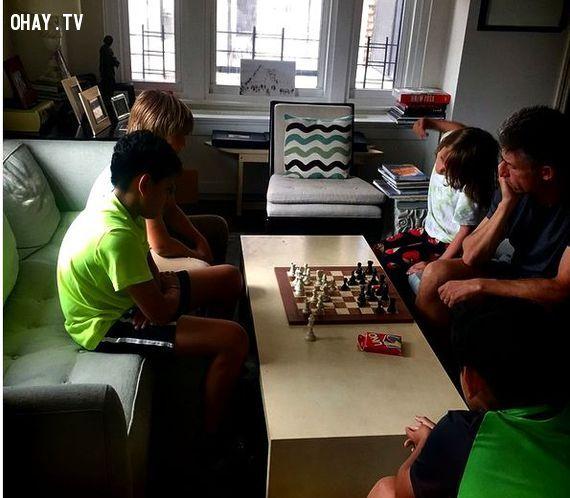 Chơi cờ vua giúp trẻ luyện trí não