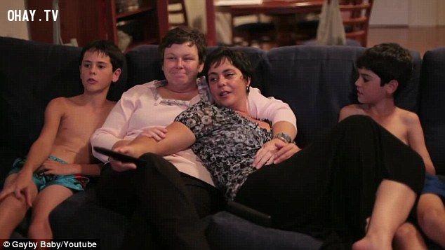 """Là một phần của nó chương trình Nào Ta Cùng Tím, tất cả 1.200 sinh viên tại Burwood Girls High School, ở phía tây thành phố Sydney, được yêu cầu để xem một buổi chiếu phim đặc biệt """"Gayby Baby"""" (ảnh) trong tiết 3 và 4 thứ sáu tuần này."""