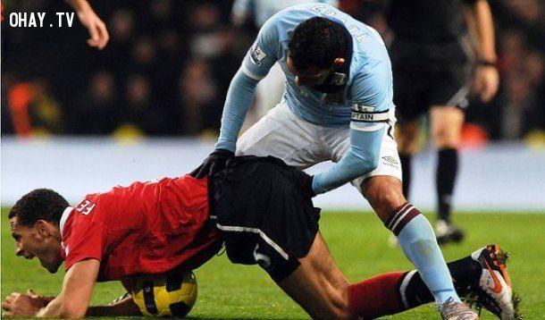 Những hình ảnh hài bóng đá trên sân cỏ