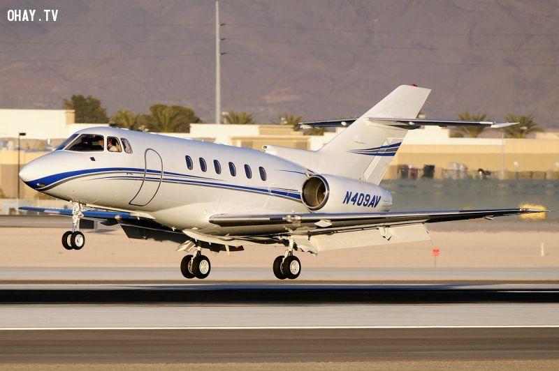 Hawker 800.