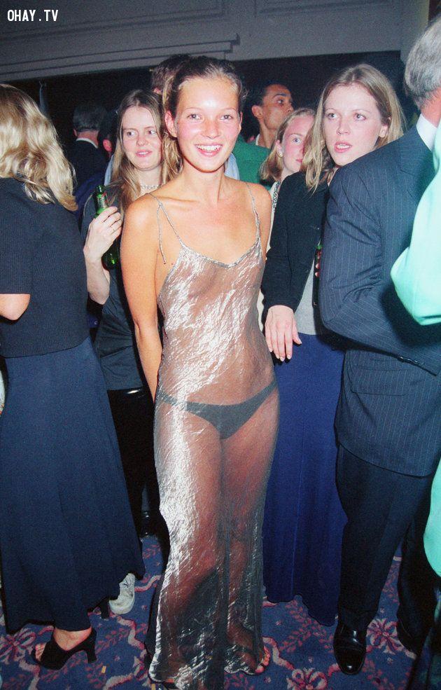 Chiếc váu siêu mỏng  của siêu mẫu Kate Moss khi tham dự bữa tiệc của Elite Model vào năm 1993