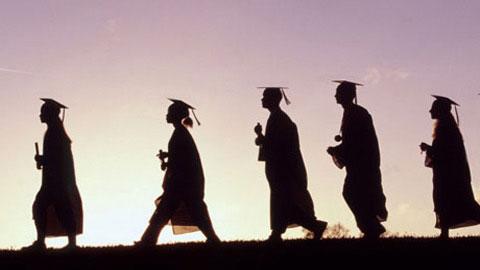 Tốt nghiệp Đại học: Nên về quê lập nghiệp hay không?