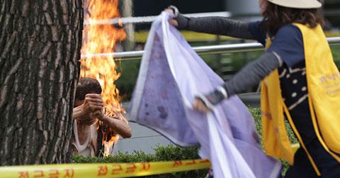 Một người đàn ông tự thiêu trong cuộc biểu tình chống Nhật ở Hàn Quốc