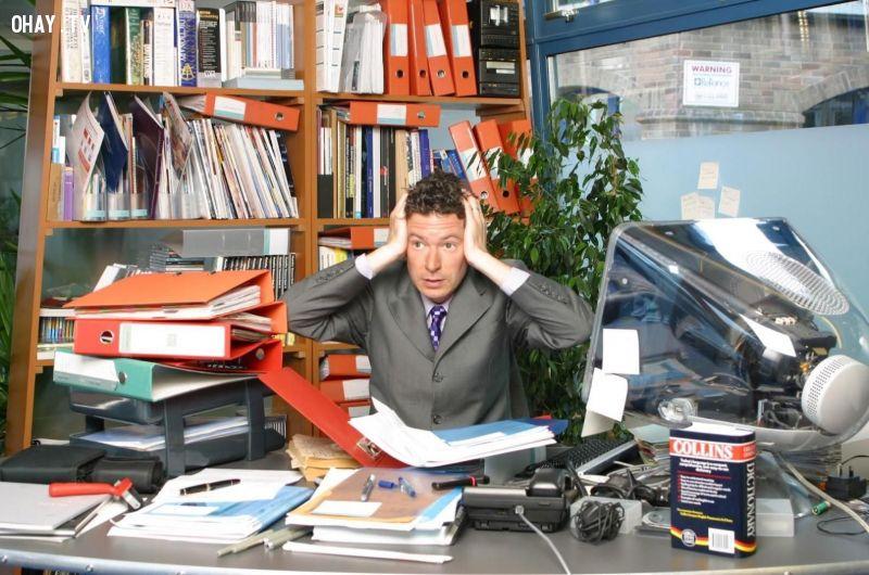 ảnh công ty,doanh nghiệp,sếp mắng,nhân viên nói xấu,áp lực công việc,nhân viên công sở,công sở